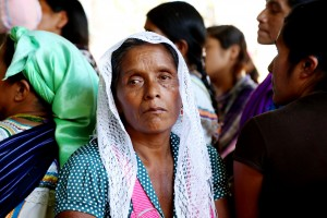 Mujer tojolabal del probado de Primero de Agosto durante la celebración del primer aniversario del campamento. 23 de febrero de 2016.